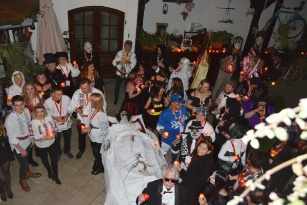 dracula-tours-halloween-in-transylvania-party