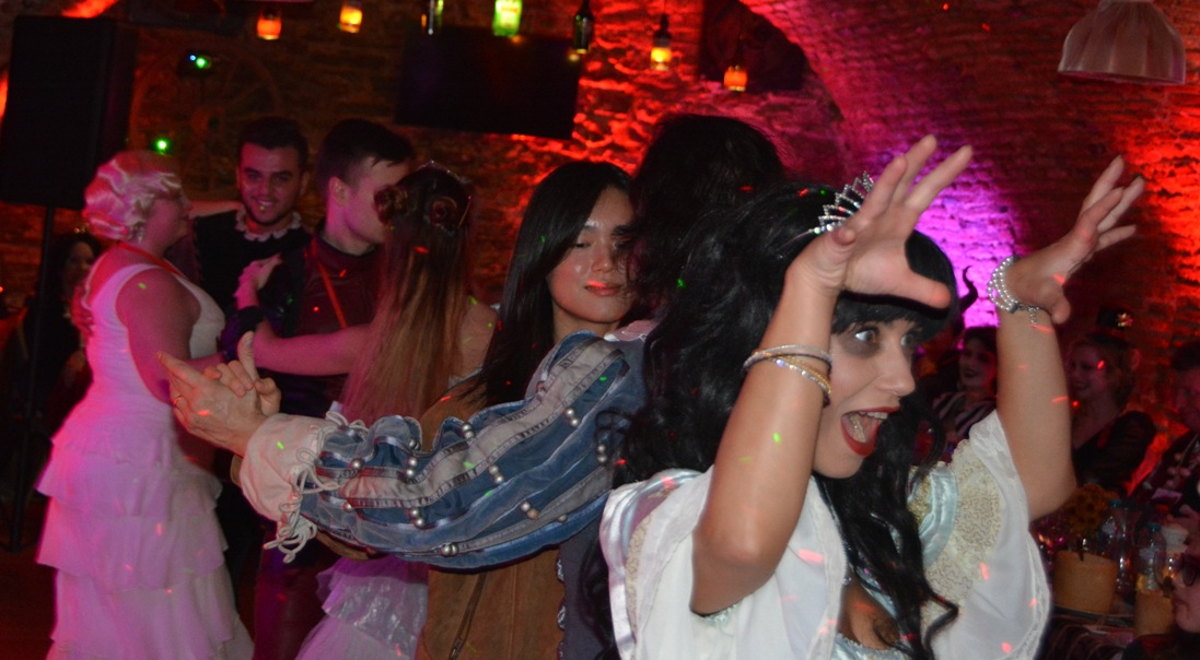 dracula-tours-in-romania-halloween-party